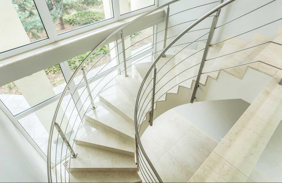 Escalera-caracol-marmol