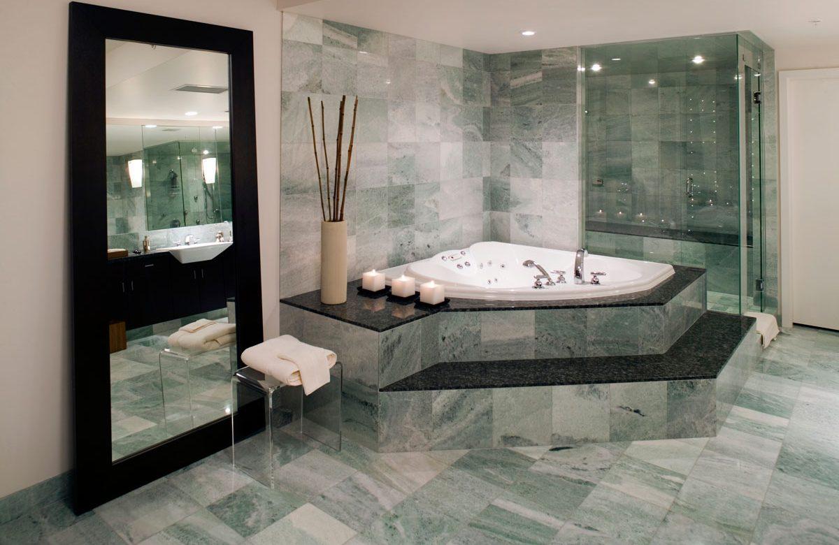 revestimiento-bano-marmol-verde